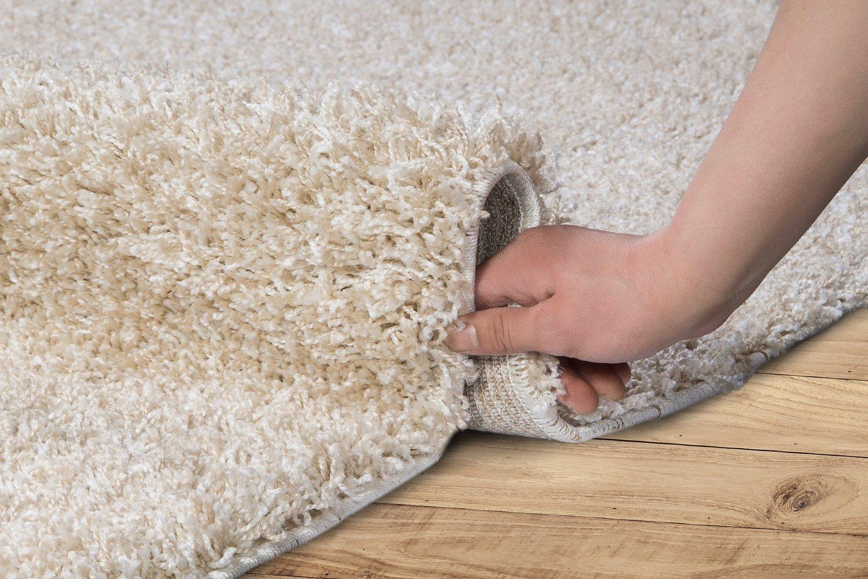 как должен лежать ковер в гостиной