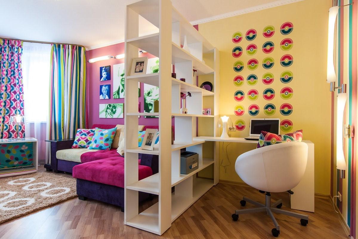 детская комната разделенная стеллажом